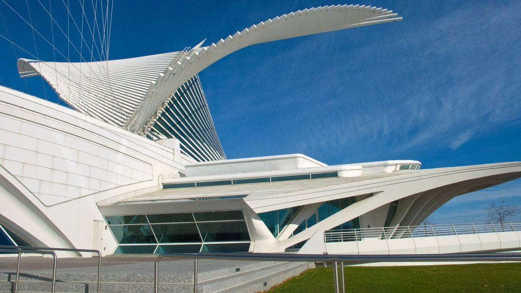 Milwaukee Art Museum which includes modern architecture