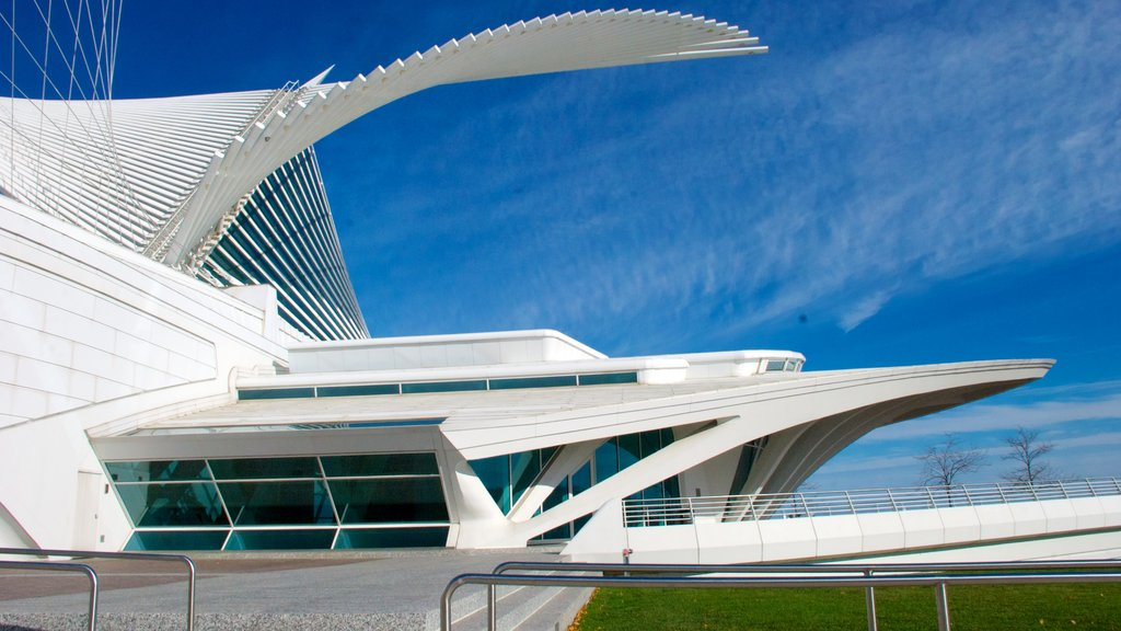 Milwaukee Art Museum featuring art and modern architecture