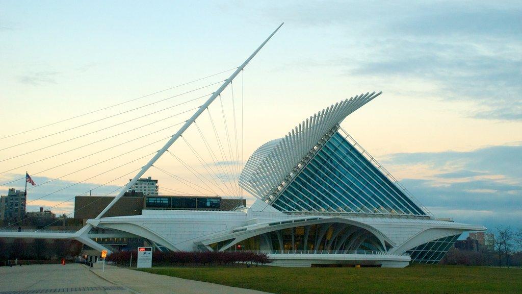 Milwaukee Art Museum showing modern architecture
