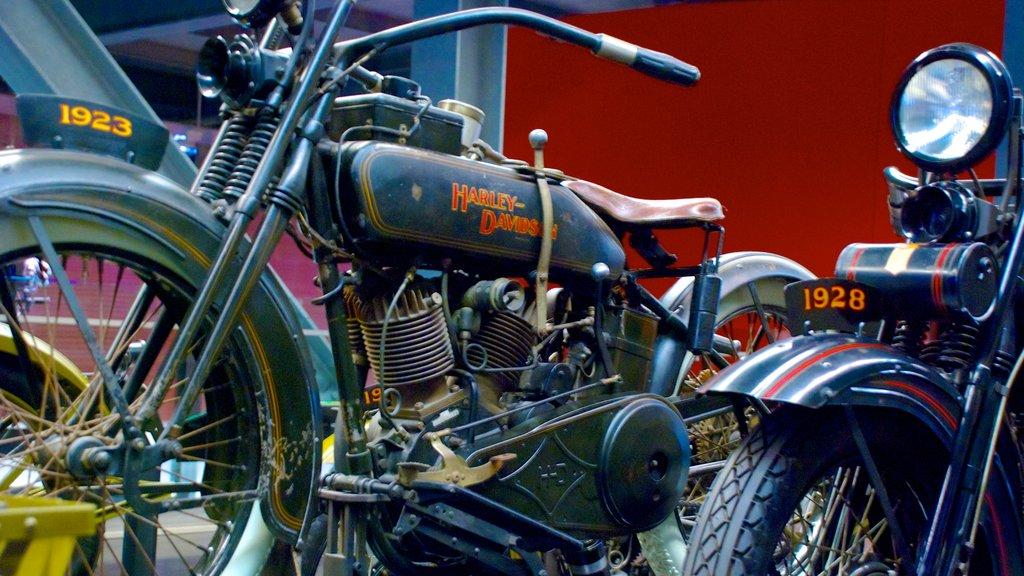 Museo Harley Davidson mostrando vistas interiores