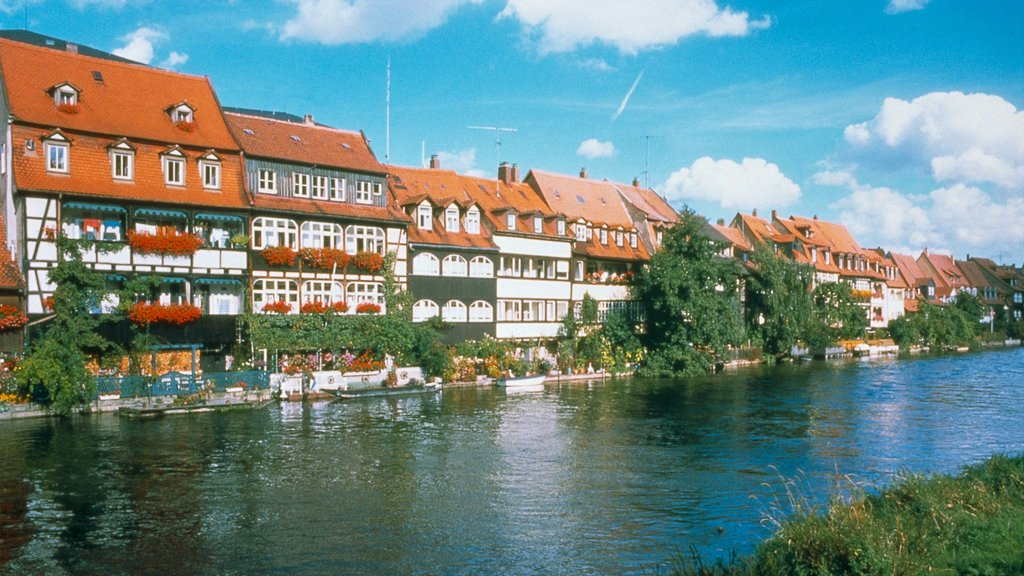 Bamberg showing heritage architecture, a small town or village and a river or creek