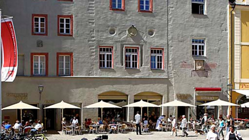 Regensburg featuring heritage architecture, street scenes and outdoor eating