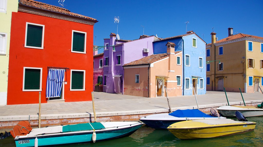 Burano showing a house, a coastal town and boating