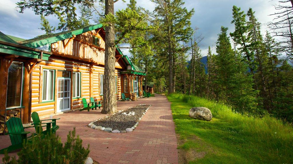 Jasper featuring a garden