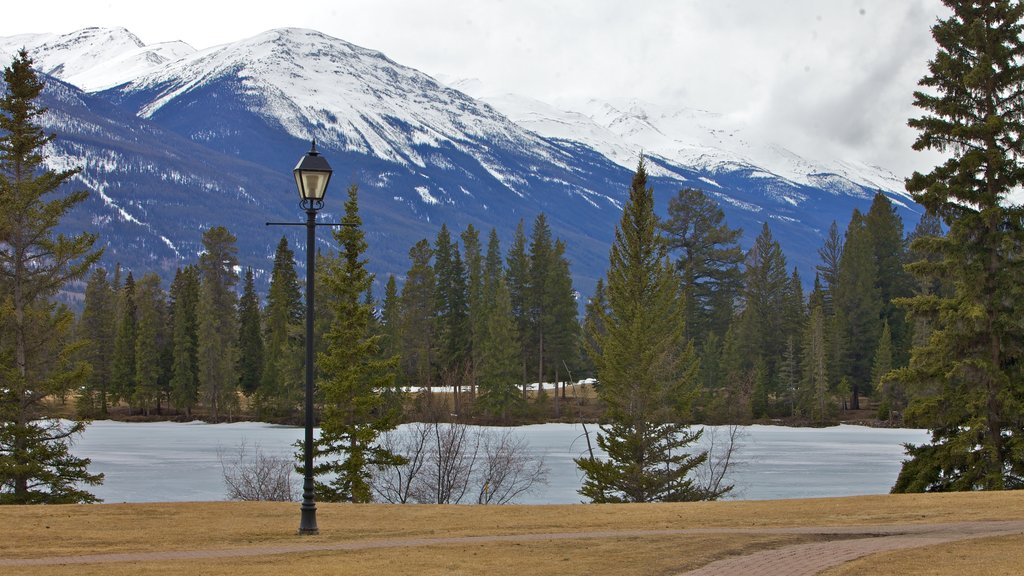 Fairmont Jasper Park Lodge Golf Course which includes mountains, snow and a lake or waterhole