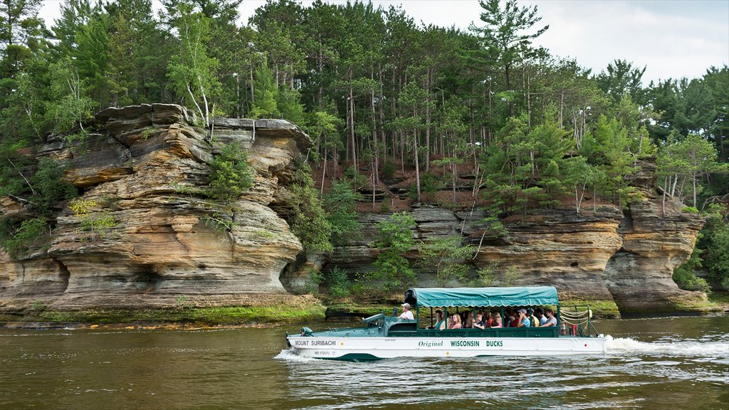 Wisconsin Dells which includes boating, forests and a river or creek