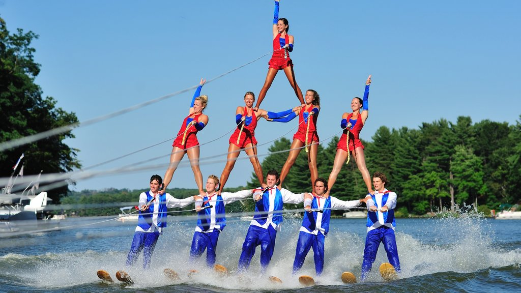 Wisconsin Dells featuring water skiing, performance art and general coastal views