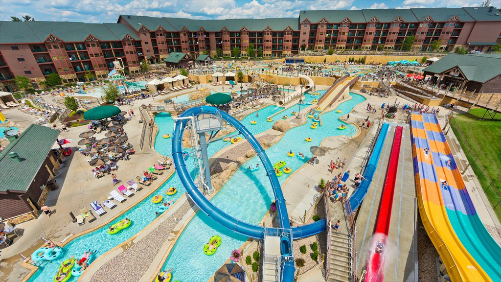 Wisconsin Dells which includes a pool, a waterpark and rides