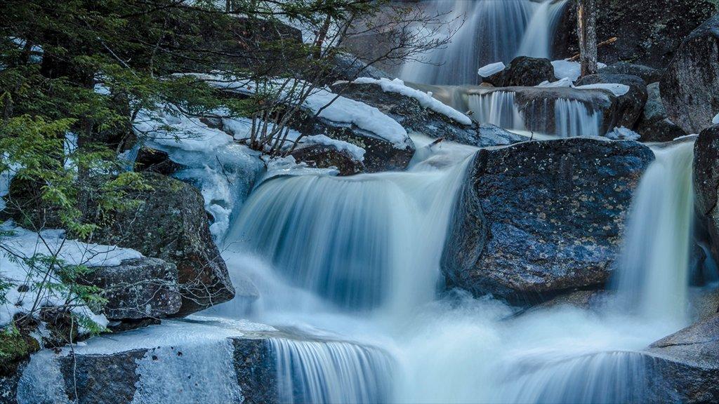 North Conway que incluye un río o arroyo, vistas de paisajes y una catarata