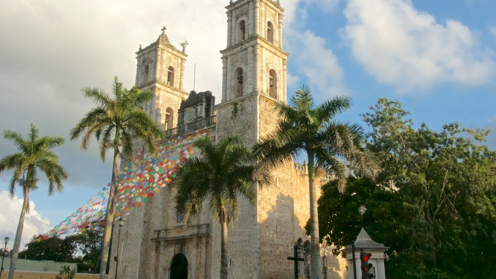 Chichen Itza featuring heritage architecture and a church or cathedral