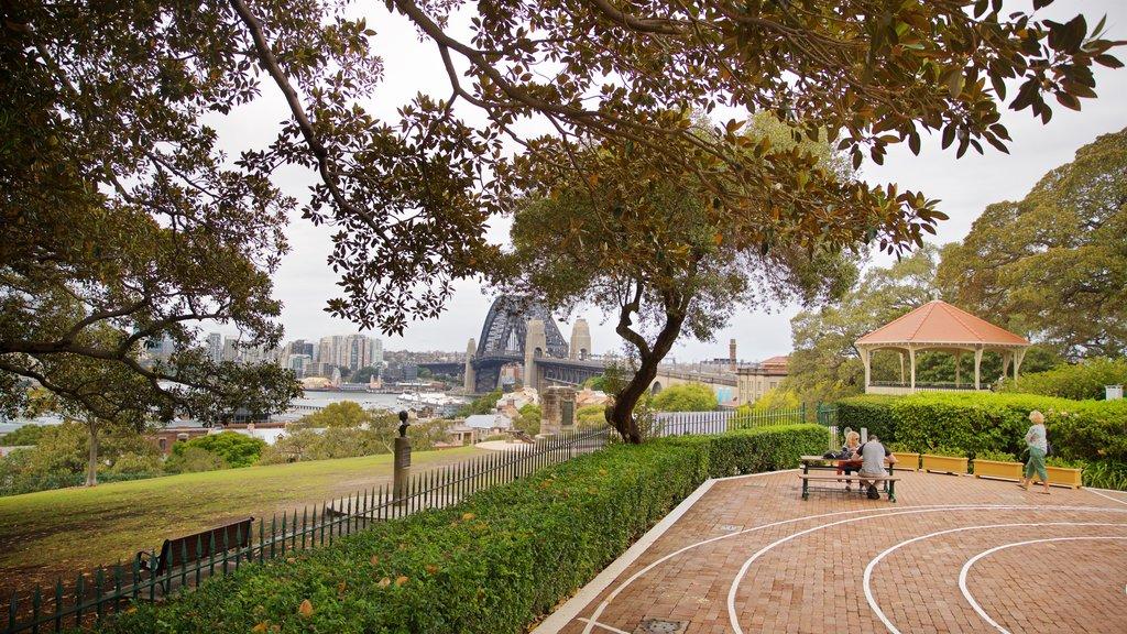 Sydney Observatory showing a park