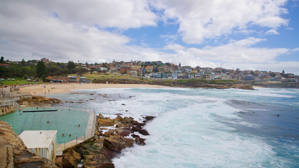Bronte Beach which includes general coastal views and a coastal town