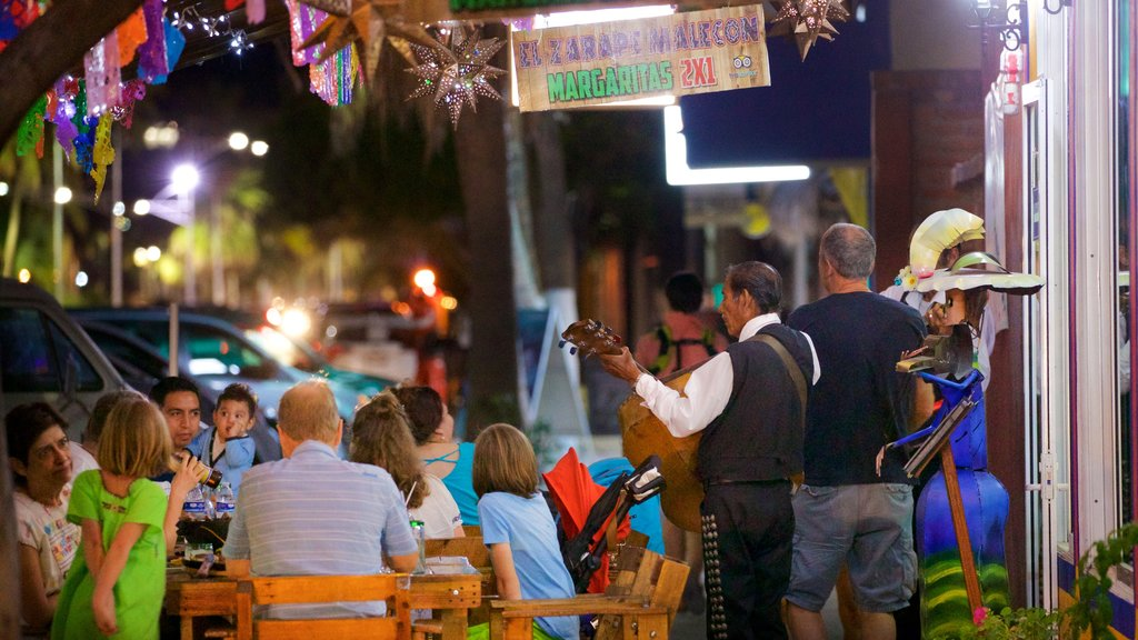 La Paz which includes dining out, music and outdoor eating