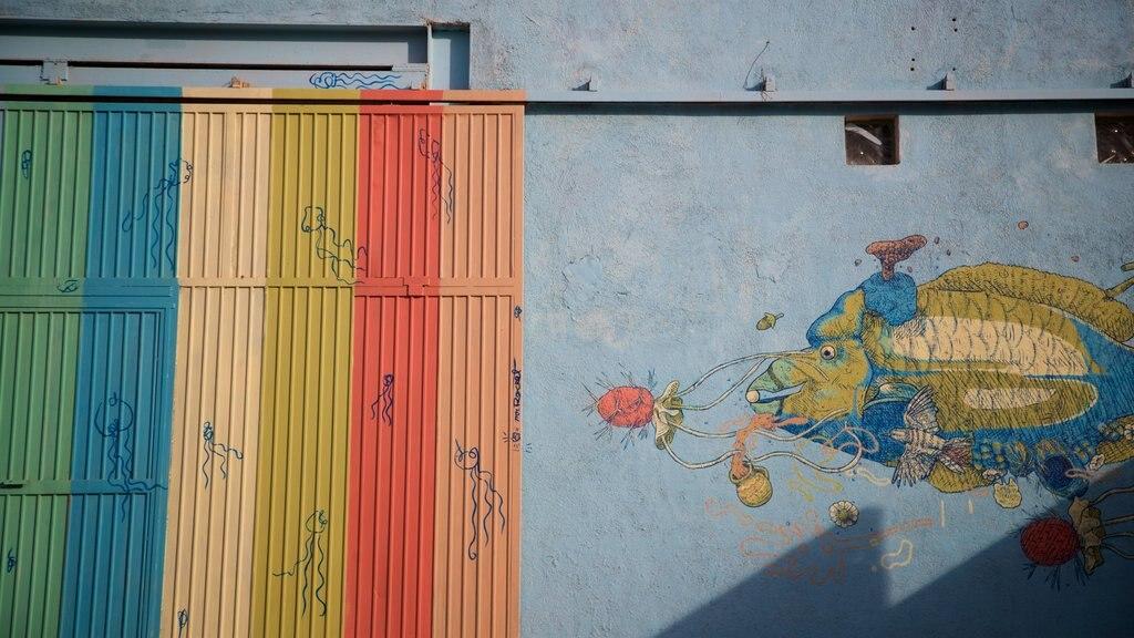 La Paz featuring outdoor art
