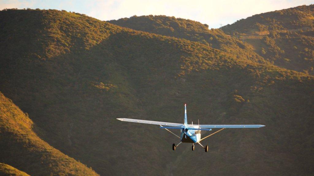 Kaikoura mostrando una aeronave y escenas tranquilas