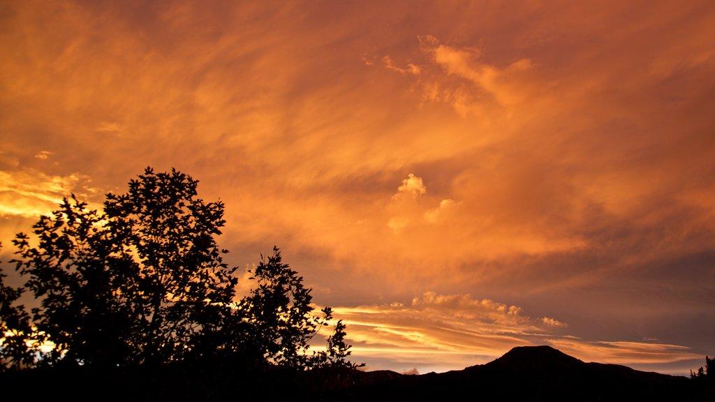 Hanmer mostrando una puesta de sol y vistas de paisajes