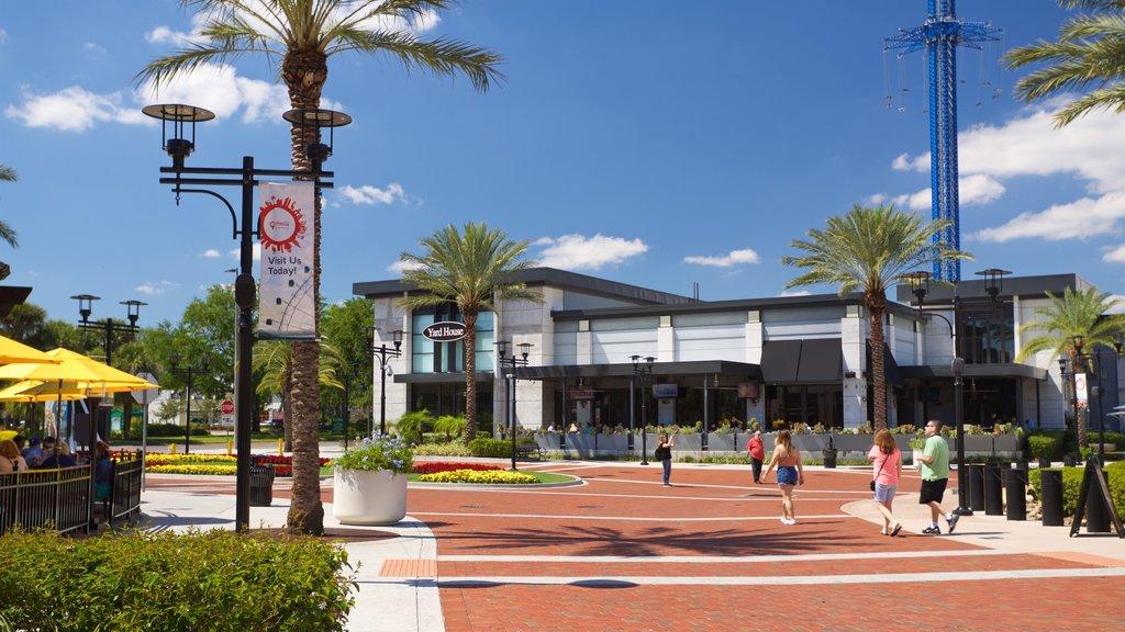 Orlando which includes a square or plaza