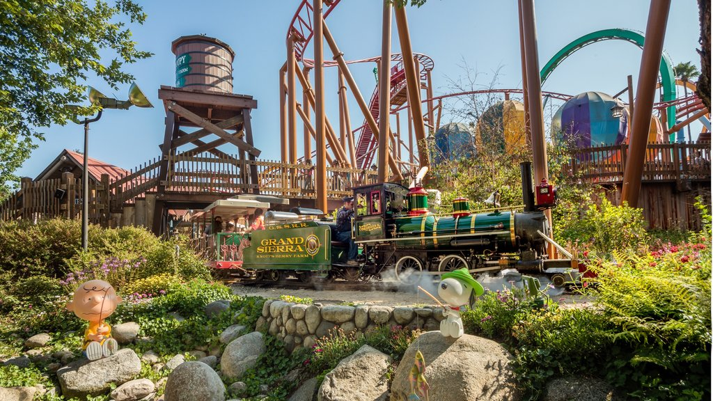 Knott\'s Berry Farm which includes railway items and rides