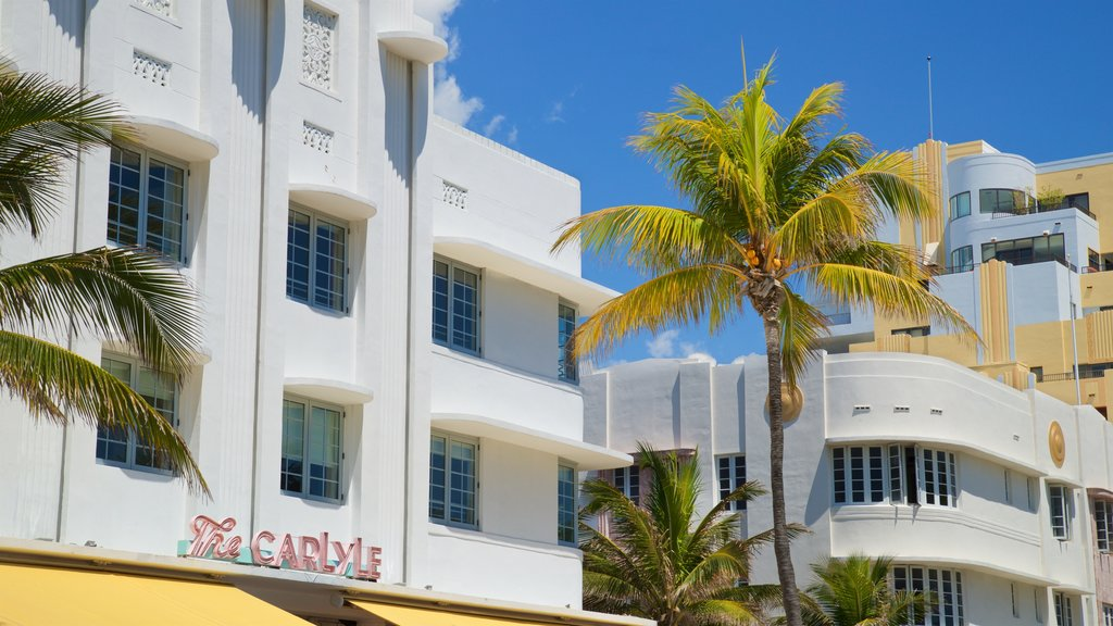 Ocean Drive featuring signage