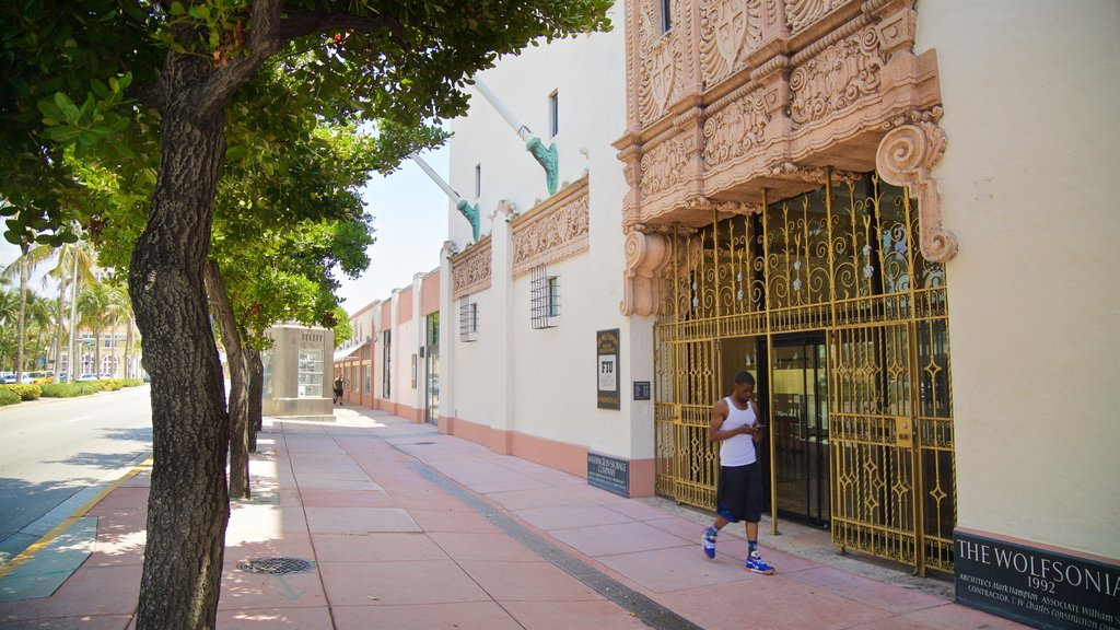 Espanola Way and Washington Avenue showing street scenes as well as an individual male