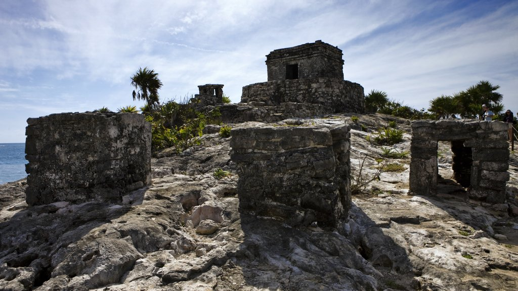 Tulum Mayan Ruins showing a ruin