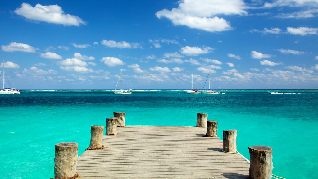 Puerto Morelos showing boating, landscape views and a bay or harbor