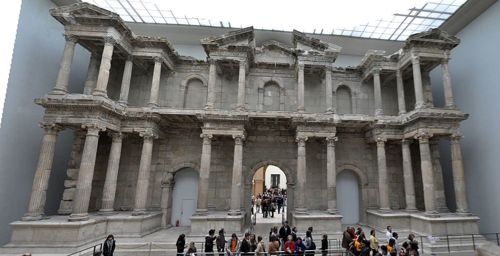 La porta di Mileto al Pergamonmuseum - By Ksaraf - Own work, CC BY 3.0, https://commons.wikimedia.org/w/index.php?curid=6602799