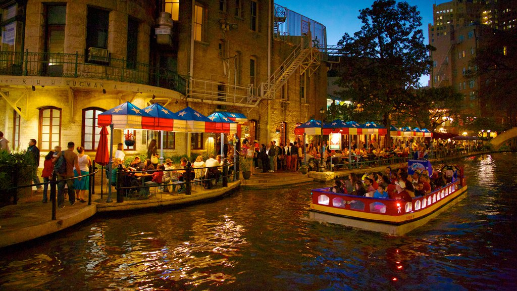 Downtown - Riverwalk showing a bar, cafe lifestyle and boating