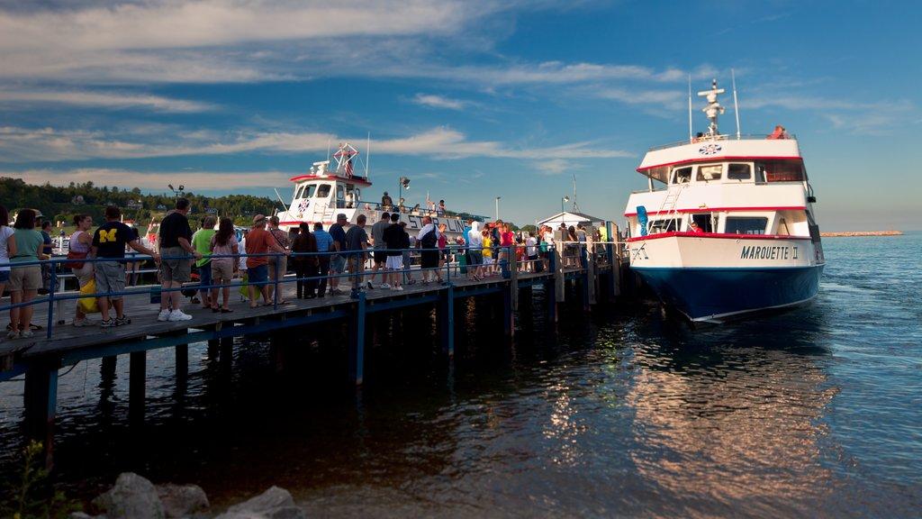 Mackinac Island showing general coastal views, boating and cruising