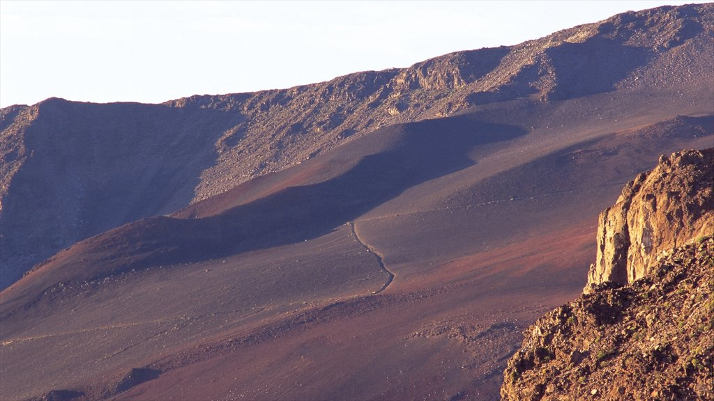 Haleakala Crater which includes landscape views, desert views and mountains