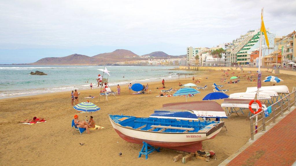 Playa de Las Canteras which includes a coastal town, a sandy beach and general coastal views
