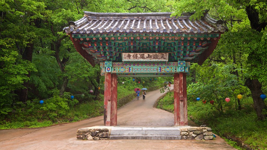 Bongjeongsa Temple showing heritage elements and a garden
