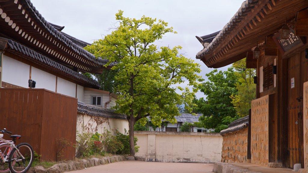 Gyeongju Gyochon qui includes patrimoine historique et petite ville ou village