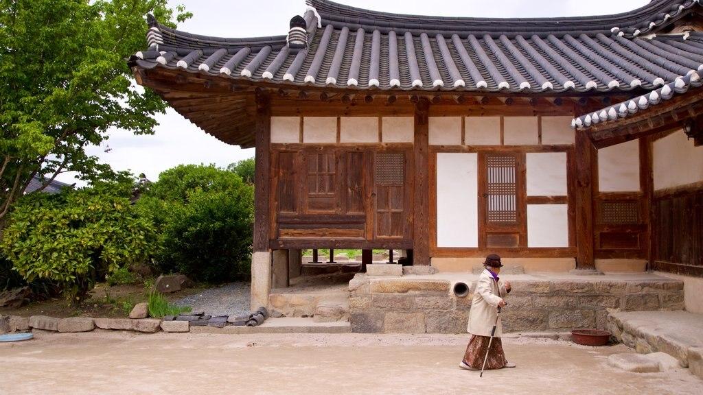 Gyeongju Gyochon mettant en vedette patrimoine historique aussi bien que femme