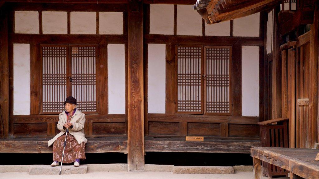 Gyeongju Gyochon montrant patrimoine historique aussi bien que femme