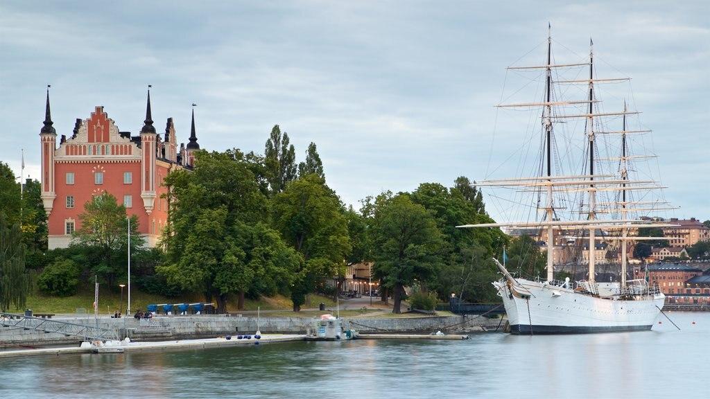 Skeppsholmen ofreciendo una bahía o puerto, patrimonio de arquitectura y elementos del patrimonio