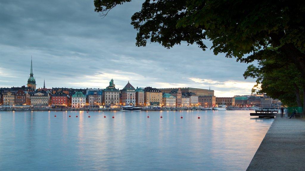 Skeppsholmen mostrando una bahía o puerto