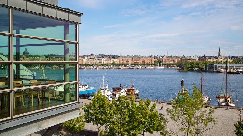 Museo de arte moderno Moderna museet que incluye una bahía o puerto