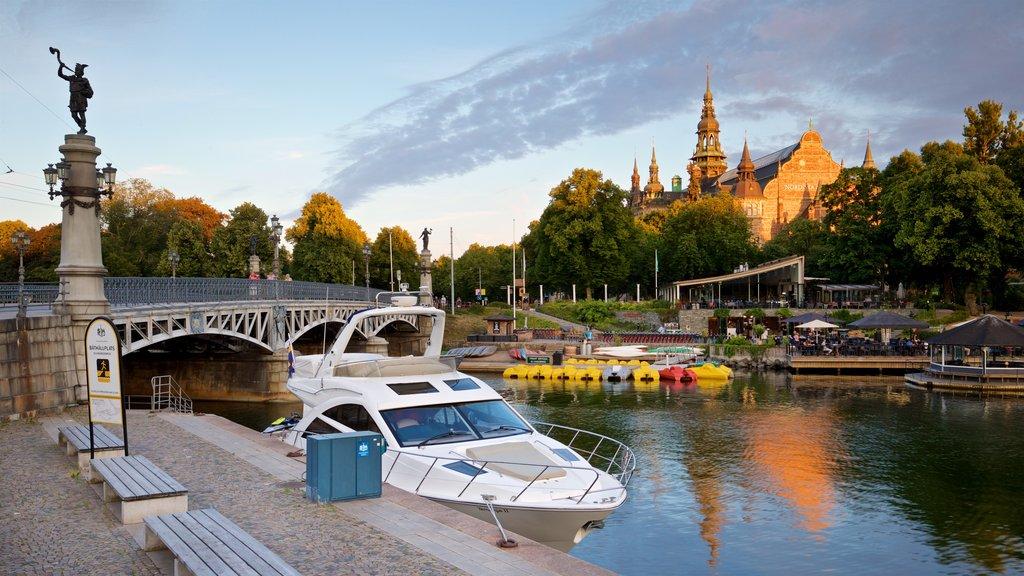 Östermalm que incluye una bahía o puerto, una puesta de sol y un puente