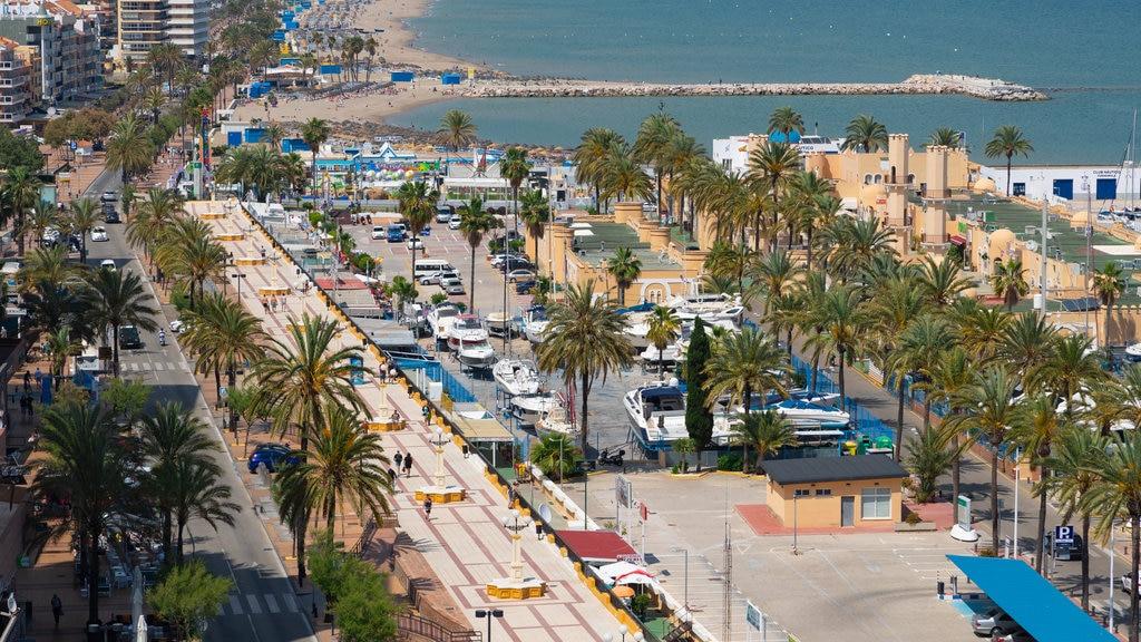 Fuengirola showing a coastal town
