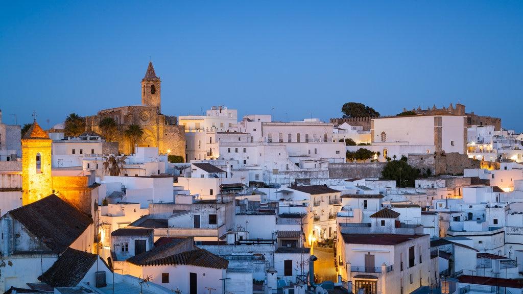 Vejer de la Frontera featuring a city, night scenes and landscape views