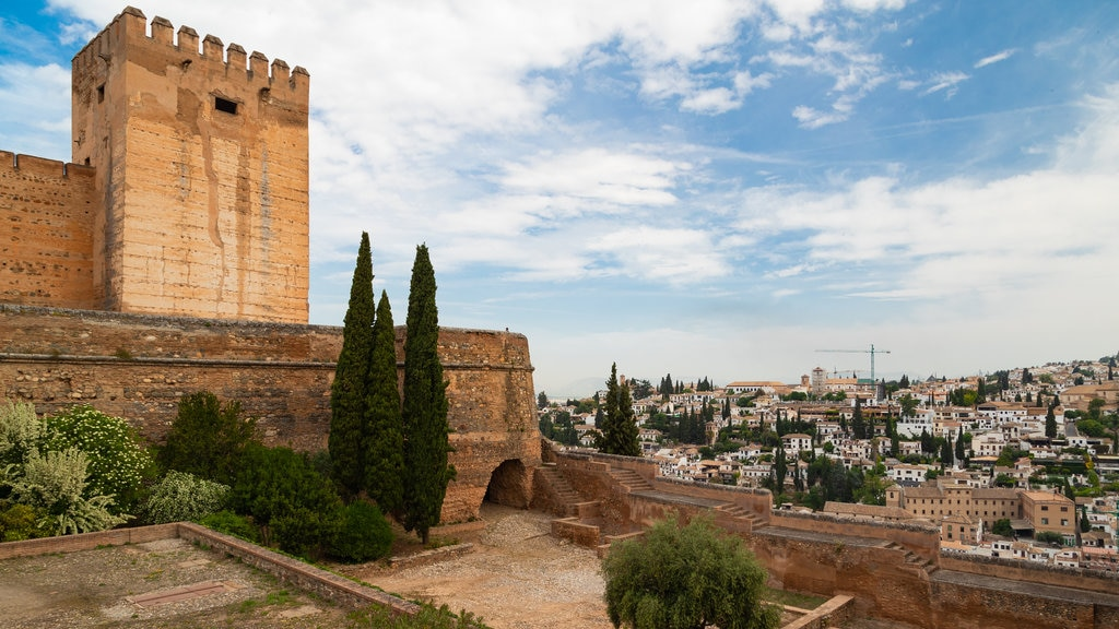 Alhambra which includes chateau or palace, a city and heritage elements