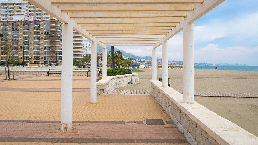 Playa Las Gaviotas ofreciendo una ciudad costera, vistas generales de la costa y una playa