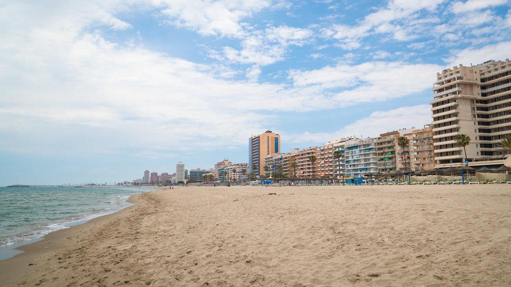 Playa Las Gaviotas mostrando una playa, una ciudad costera y vistas generales de la costa