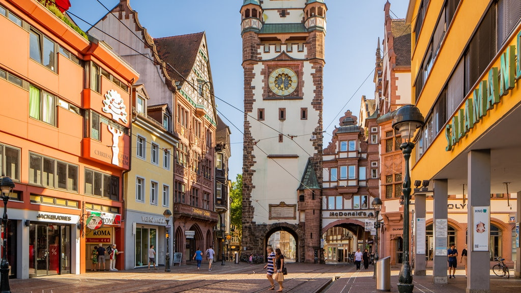Martinstor Gate showing street scenes, a city and heritage elements