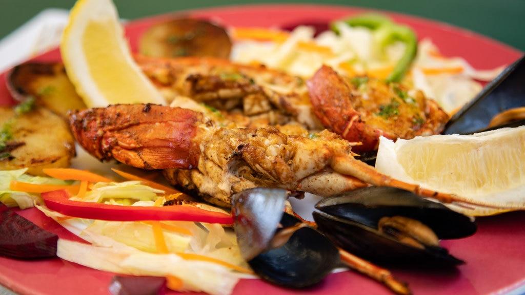 Santa Cristina Beach which includes food