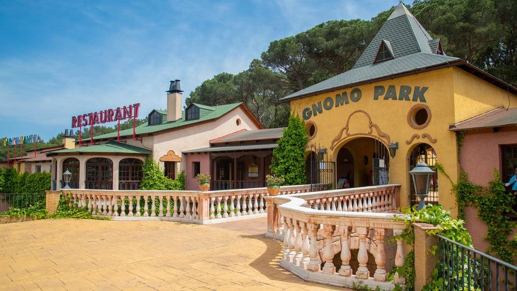 Gnomo Park featuring golf and signage