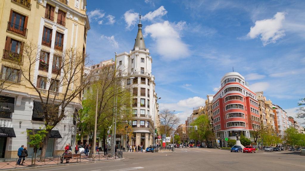 Salamanca featuring a city