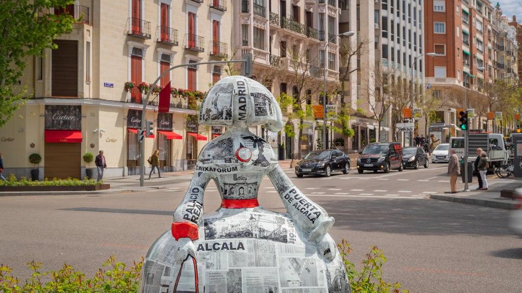 Salamanca featuring outdoor art