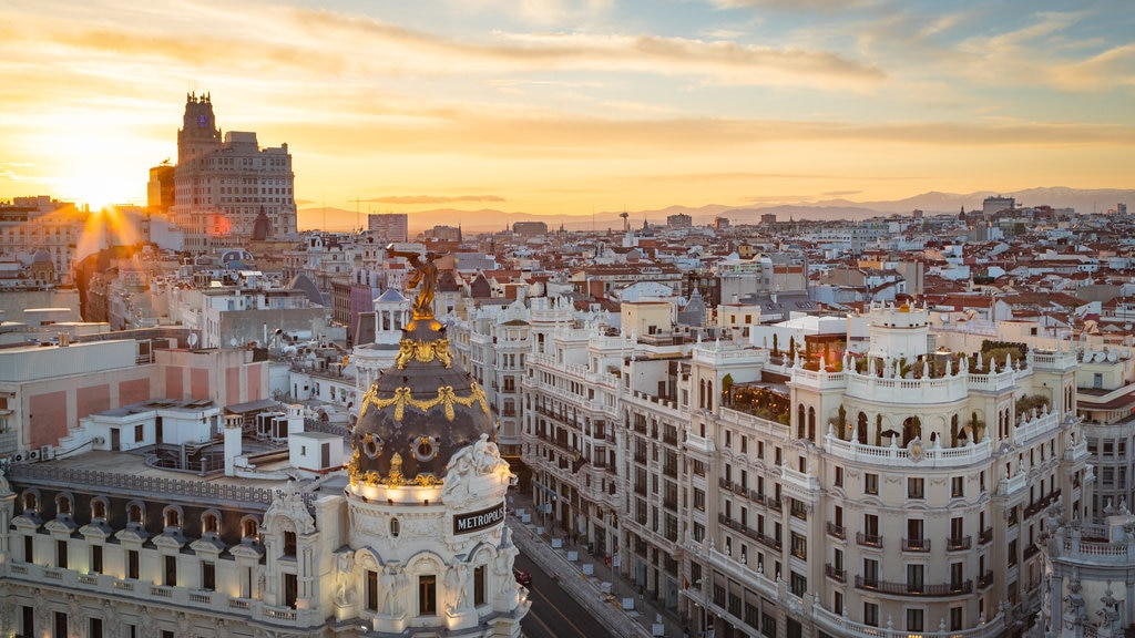 Circulo de Bellas Artes which includes landscape views, a city and a sunset